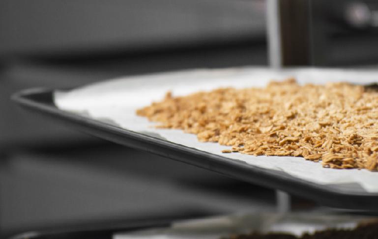 Histoire la main dans le bol artisan céréales et granola bio